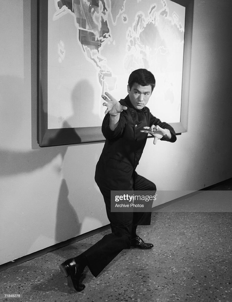 Chinese American actor <a gi-track='captionPersonalityLinkClicked' href=/galleries/search?phrase=Bruce+Lee+-+Actor&family=editorial&specificpeople=453429 ng-click='$event.stopPropagation()'>Bruce Lee</a> (1940 - 1973), in the television series 'The Green Hornet', mid 1960s.