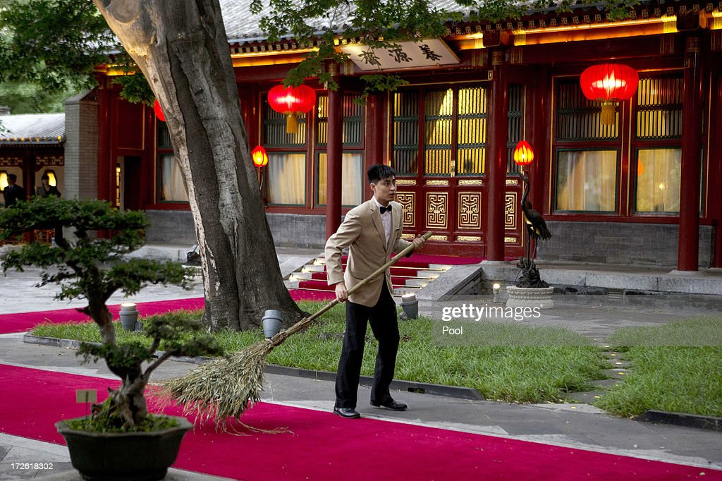 Chinese attendant prepares for the arrival of Pakistan Prime Minister Nawaz Sharif for a meeting with Chinese President Xi Jinping, at the Diaoyutai State guest house July 4, 2013in Beijing, China. This is Sharif's first visit to China.