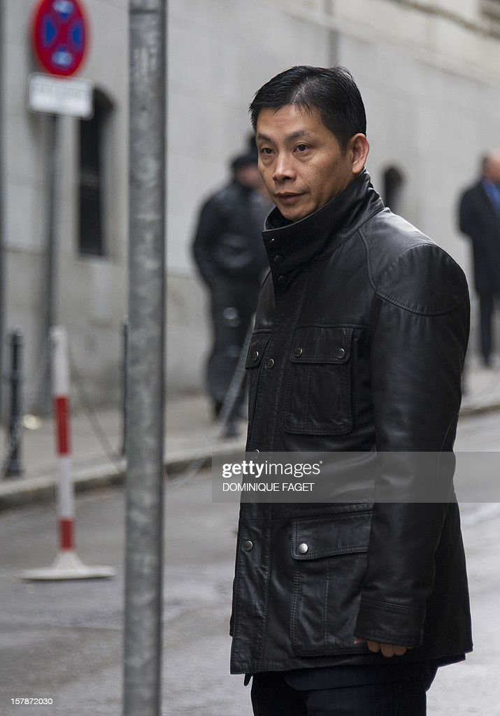 Chinese businessman and art gallery owner Gao Ping (R), who is free on bail with conditions arrives at the court in Madrid on December 7, 2012. Gao Ping is suspected of leading a massive money-laundering gang in Spain. AFP PHOTO/ DOMINIQUE FAGET