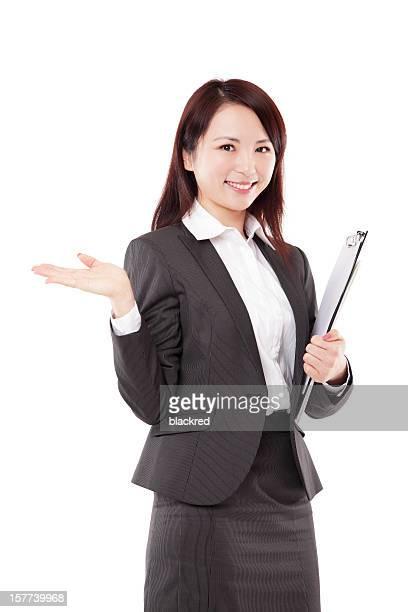 中国のビジネスウーマンのプレゼンテーションを笑顔に白背景
