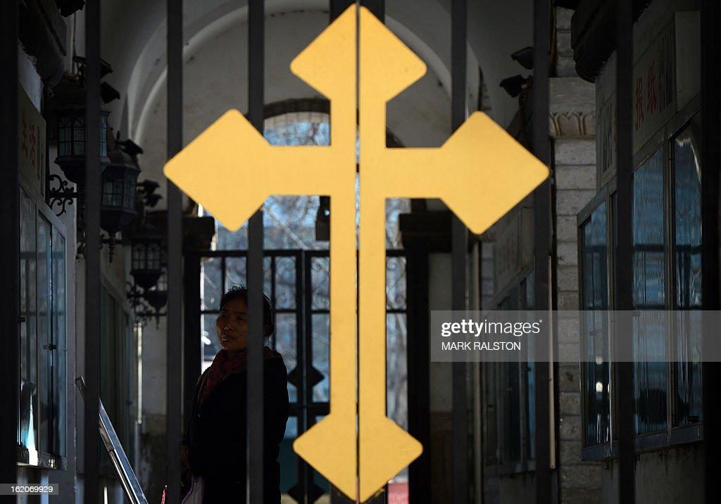 A Chinese Catholic (back L) arrives to attend a church service at the East Cathedral in Beijing on February 19, 2013. Beijing on February 18 called for Pope Benedict XVI's successor not to interfere in China's internal affairs, highlighting enduring tensions with the Vatican after the pontiff's surprise resignation. AFP PHOTO/Mark RALSTON