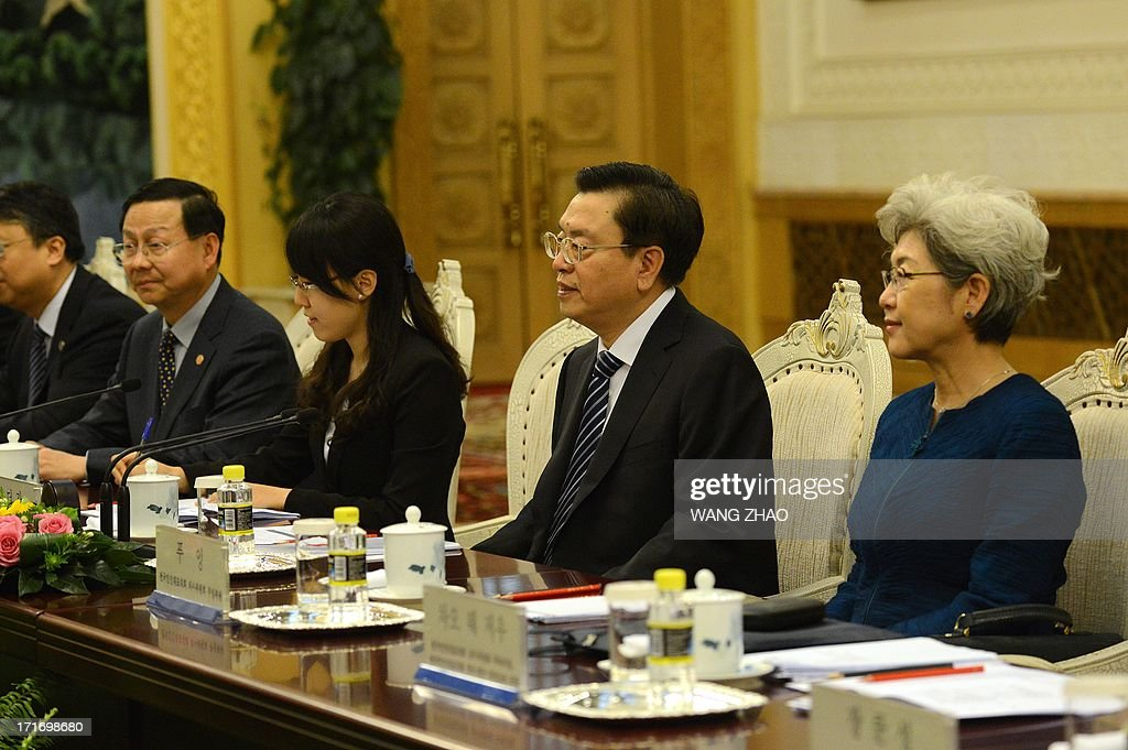 Chinese Chairman of the National People's Congress Zhang Dejiang (2nd R) meets with South Korean President Park Geun-Hye (not in picture) at the Great Hall of the People in Beijing on June 28, 2013. Park Geun-Hye is on a visit to China from June 27 to 30. AFP PHOTO / POOL / WANG ZHAO