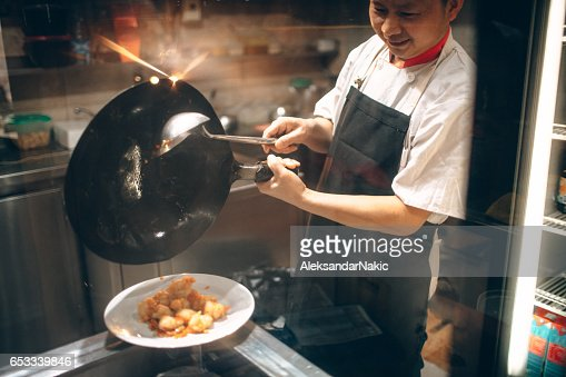 Chinese chef cooking : Stock-Foto