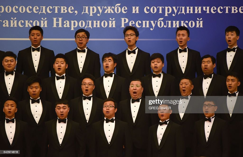 A Chinese choir sings during a ceremony marking the 15th anniversary of the signing of the China-Russia Treaty on Good Neighborliness, Friendship and Cooperation, in Beijing's Great Hall of the People on June 25, 2016. / AFP / POOL / GREG