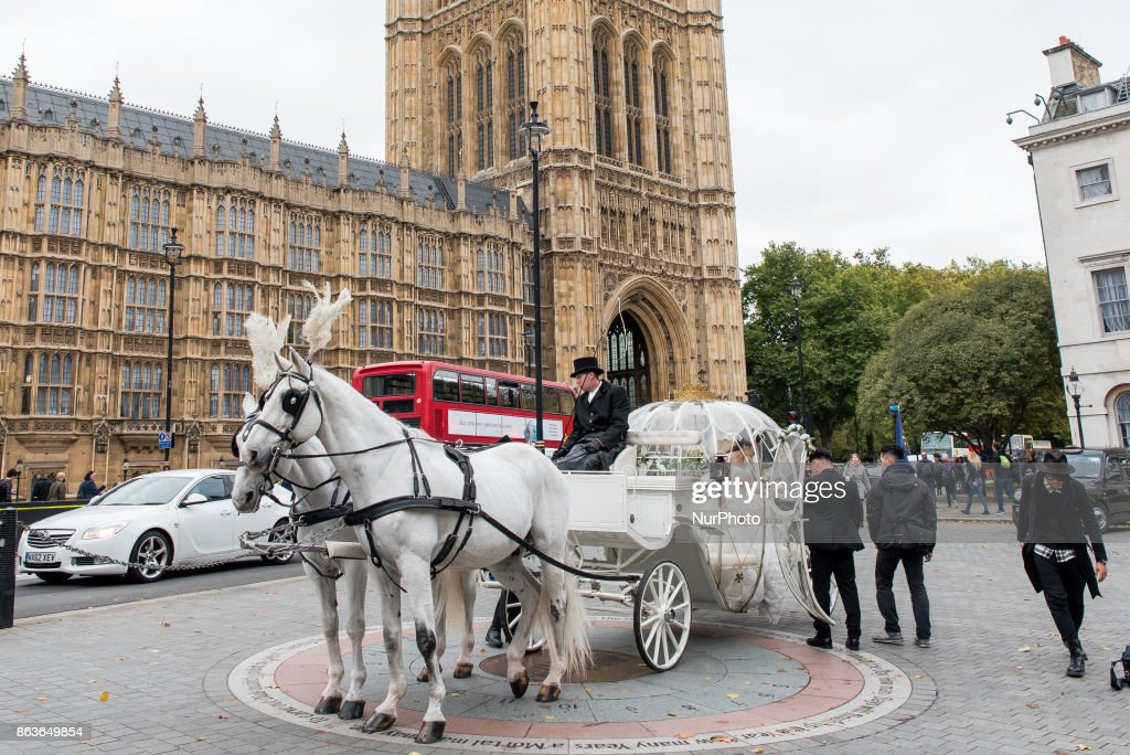 A Chinese couple have pre wedding photographs taken in horse deawn Cinderella carriage outside the Houses of Parliament, London on October 20, 2017. London has become increasingly popular as a location for pre-wedding photography thanks in part to its instantly recognisable landmarks.