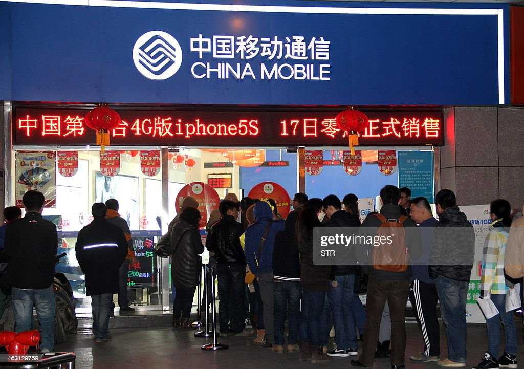 Chinese customers queue up early on January 17, 2014 to purchase the IPhones with 4G (fourth generation) network at a China Mobile outlet in Nanjing, in eastern China's Jiangsu province. China Mobile, the country's biggest services provider, started selling Apple's iPhone to its millions of customers nationwide, ending a six-year wait in a key market for the US technology giant. CHINA