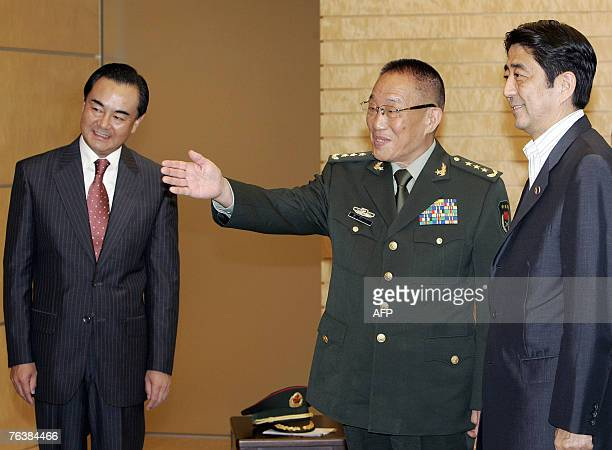 Chinese Defense Minister Cao Gangchuan accompanied by Chinese Ambassador to Japan Wang Yi introduces his delegation members to Japanese Prime...