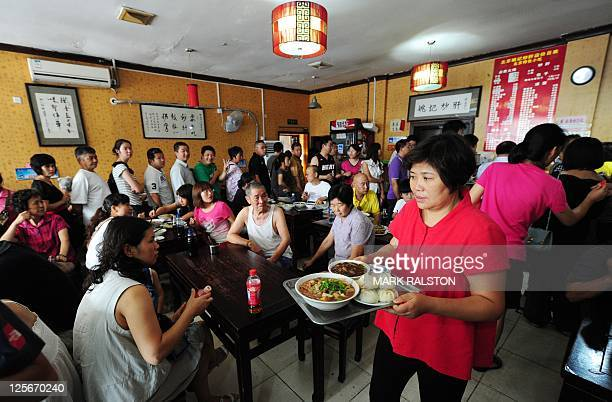 Chinese diners crowd the Yaoji Chaogan restaurant after the restaurant's popularity soared due to US Vice President Joe Biden's impromptu meal there...
