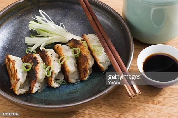 中国風小籠包、アジアの揚げ Potsticker 醤油の前菜をお出ししております。