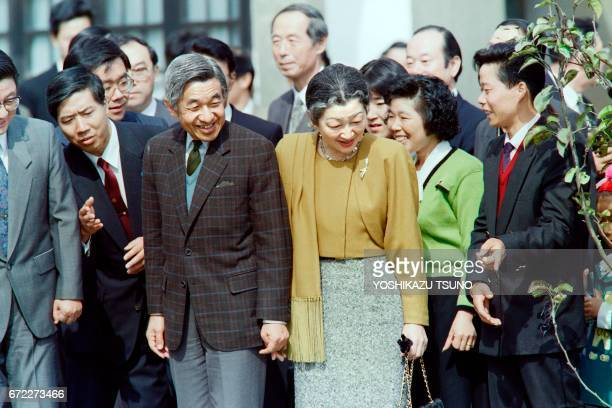 Chinese farmers show their rice field to Japanese Emperor Akihito and Empress Michiko on October 28 1992 in suburban Shanghai The emperor and empress...
