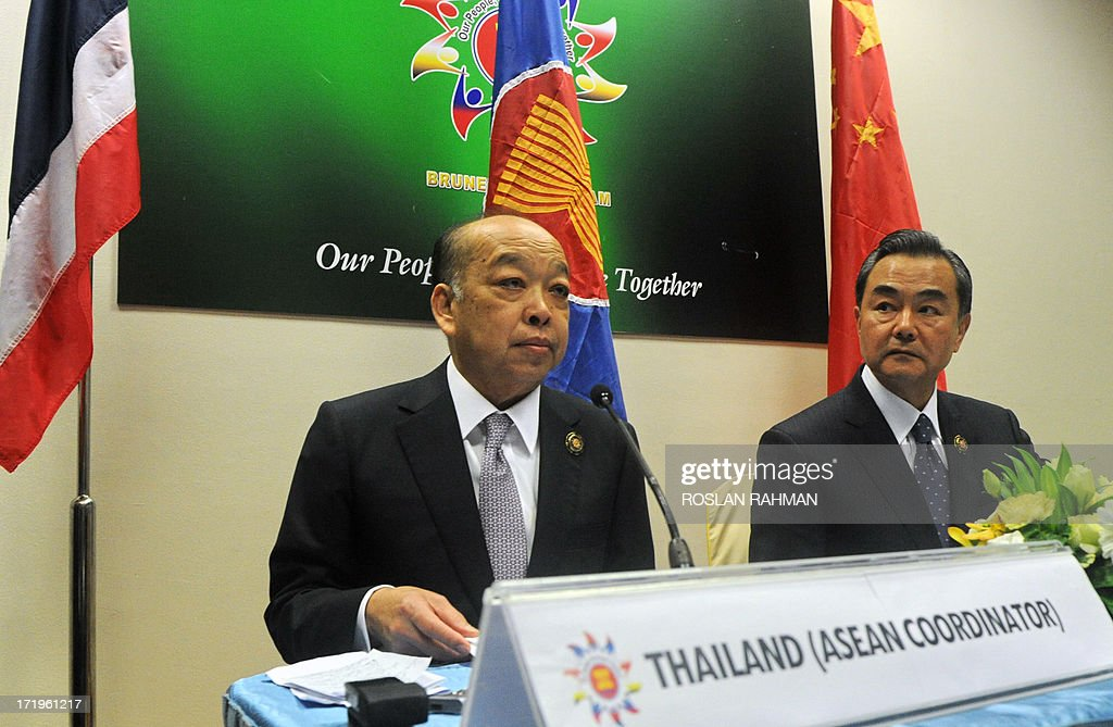 Chinese Foreign Minister Wang Yi (R) and Thailand's foreign Minister Surapong Tovichakchaikul (L) attend a joint press conference after a Ministerial Meeting in Brunei's capital Bandar Seri Begawan on June 30, 2013. Southeast Asia's top diplomats kicked off a major regional forum on June 30 with a firm focus on trying to ease tensions with China over a territorial row, amid warnings that failure could lead to conflict.