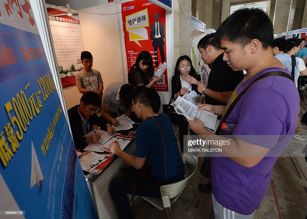 Chinese jobseekers attend a jobs fair in Beijing on May 18, 2013. Chinese state media has reported that the China will need to find employment for a record number (seven million) of college graduates this year as the country's economy continues to slow. AFP PHOTO / Mark RALSTON