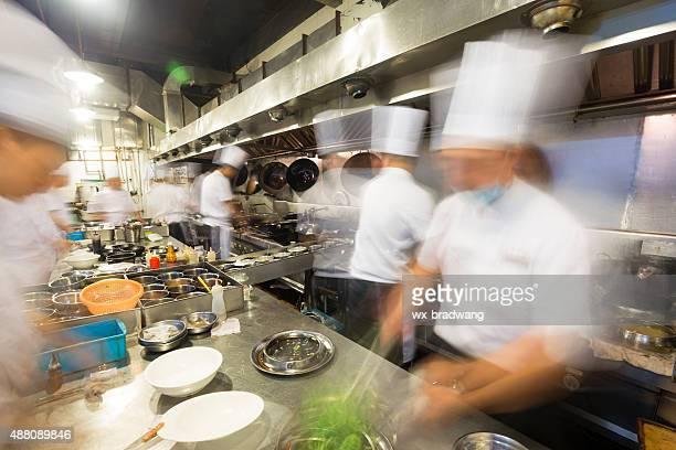 Impegnati al lavoro in cucina cinese
