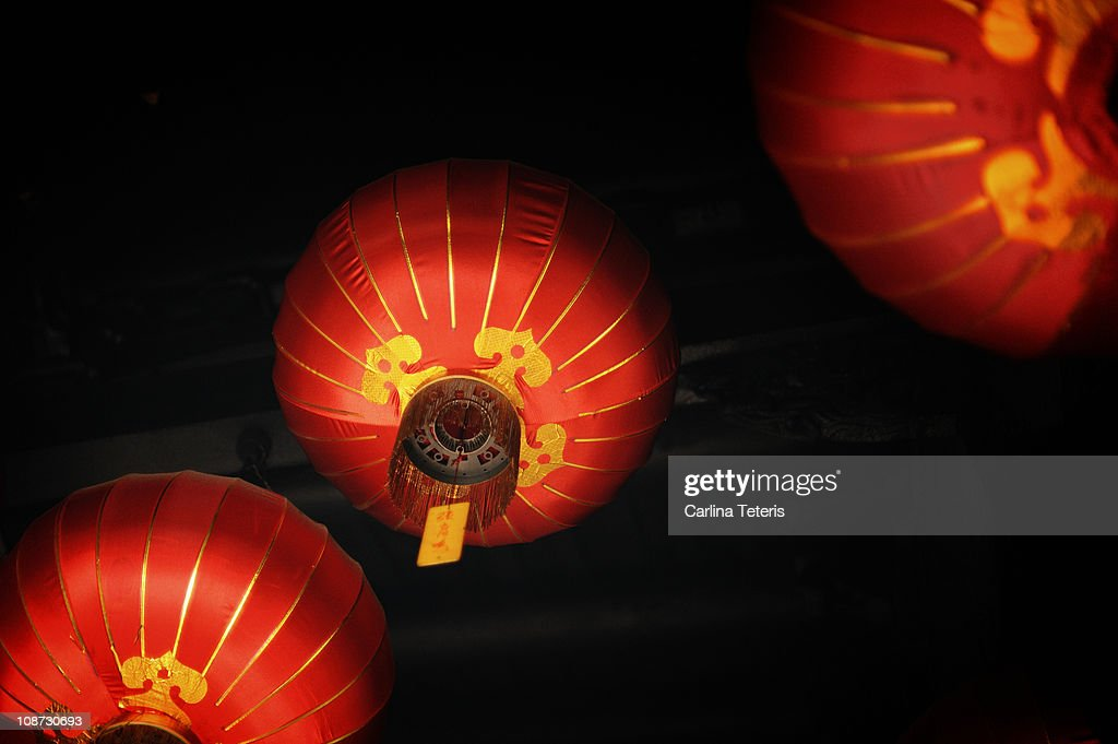 Chinese lanterns hanging from temple roof : Stock Photo