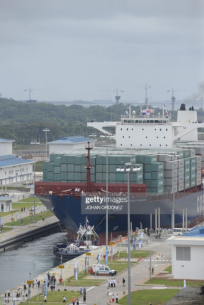 Chinese merchant ship Cosco Shipping Panama crosses the new Agua Clara Locks during a inauguration at the Panama Canal in Colon, 80 km from Panama City on June 26, 2016.on June 26, 2016. A giant Chinese-chartered freighter nudged its way into the expanded Panama Canal on Sunday to mark the completion of nearly a decade of work forecast to boost global trade. / AFP / JOHAN