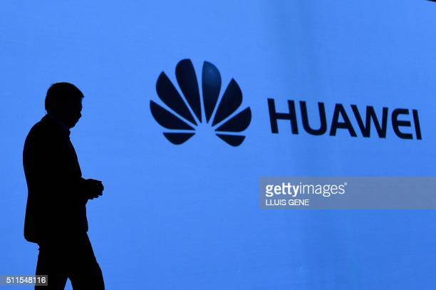 Chinese multinational networking and telecommunications equipment and services company Huawei's CEO Richard Yu presents the accesories of the new...