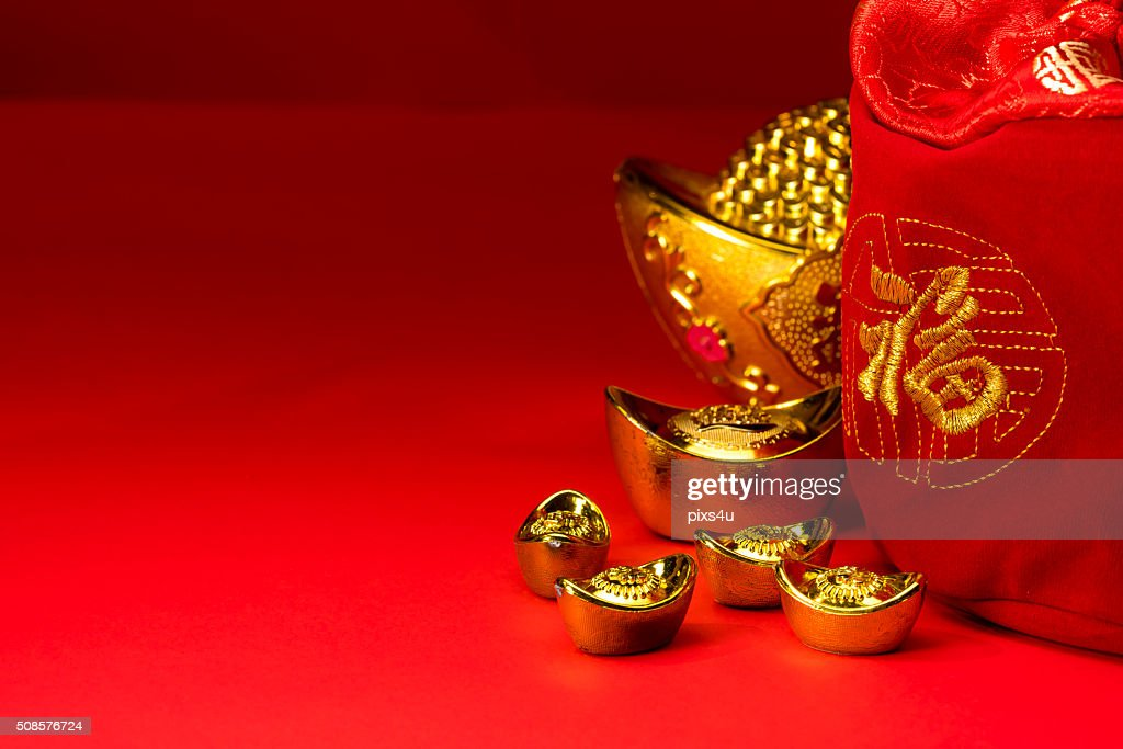 Chinese new year decorations, Auspicious ornaments on red backgr : Stockfoto