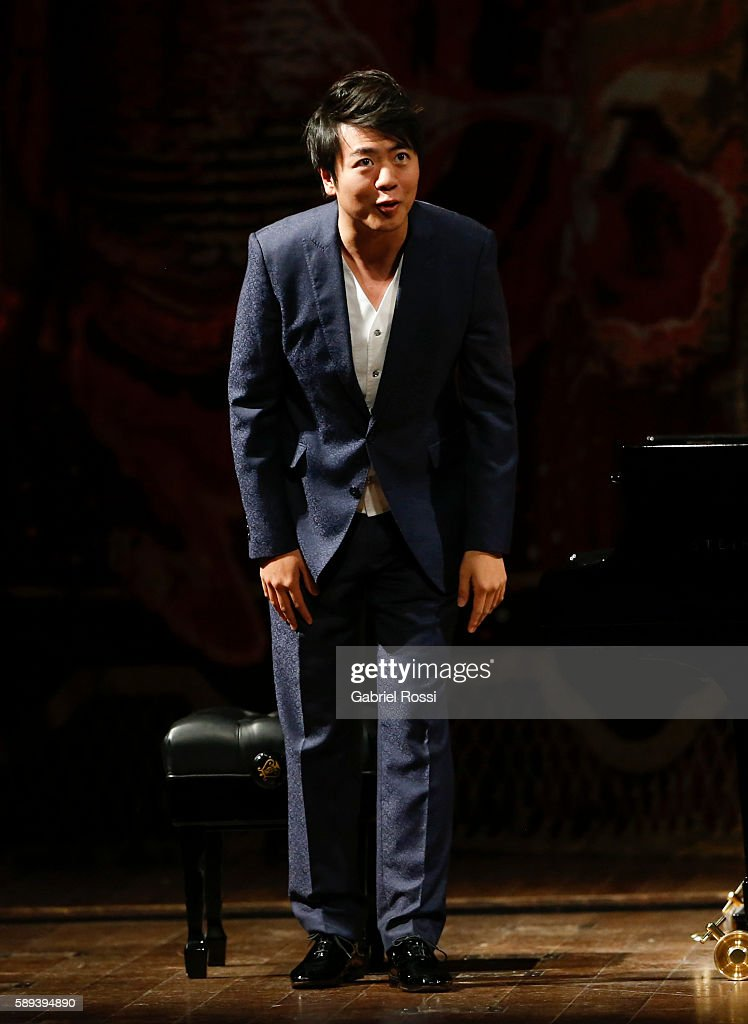 Chinese pianist Lang Lang greets the audience during a show at Teatro Colon on August 13, 2016 in Buenos Aires, Argentina.