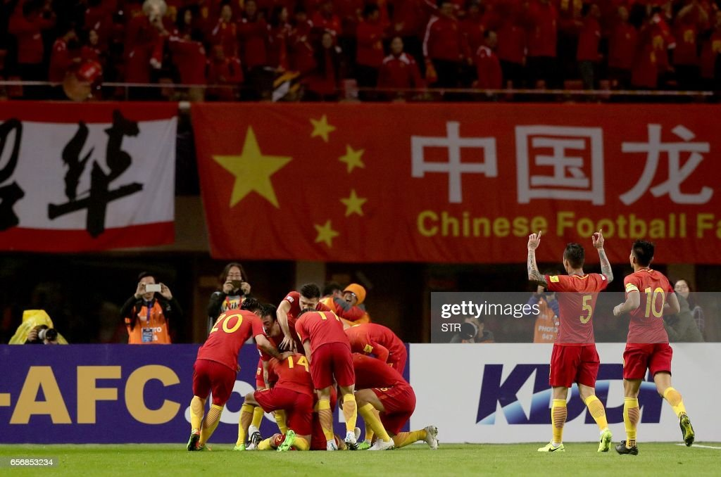 Chinese players celebrate after Yu Dabao scored during the World Cup football qualifying match against South Korea in Changsha, China's central Hunan province on March 23, 2017. /