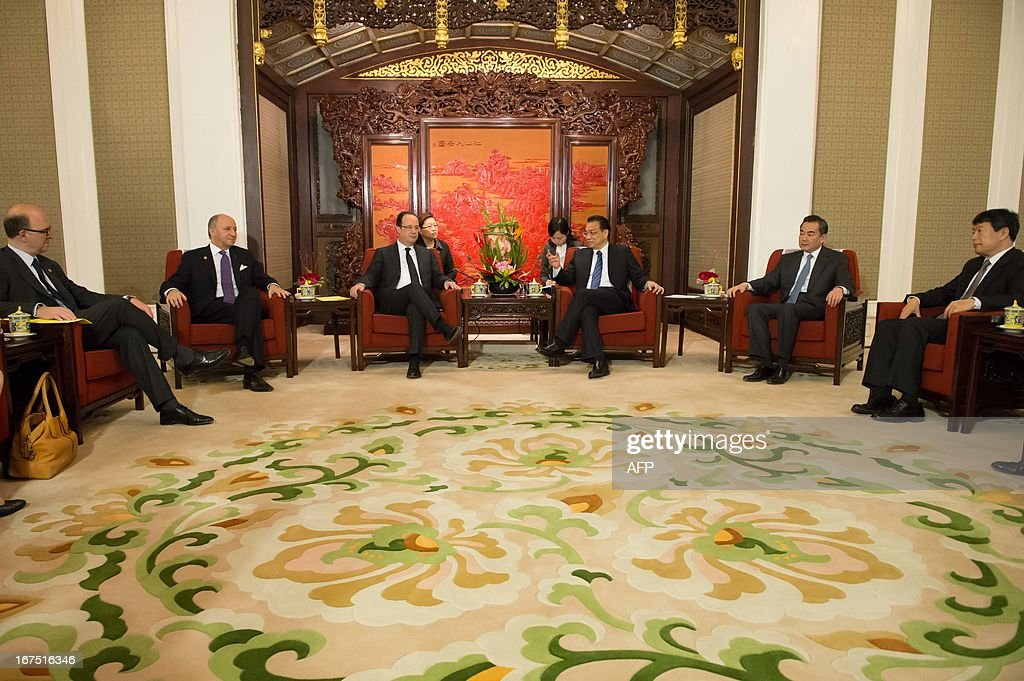 Chinese Premier Li Keqiang (3rd R) and Chinese Foreign Minister Wang Yi (2nd R) take part in a meeting with France's President Francois Hollande (3rd L), French Finance Minister Pierre Moscovici (L) and French Foreign Minister Laurent Fabius (2nd L) at the Zhongnanhai leadership compound in Beijing on April 26, 2013. Hollande arrived in Beijing on April 25 for a two-day China trip aimed at boosting exports to China, with hopes that deals can be reached over the sale of aircraft and nuclear power. AFP PHOTO / POOL / BERTRAND LANGLOIS