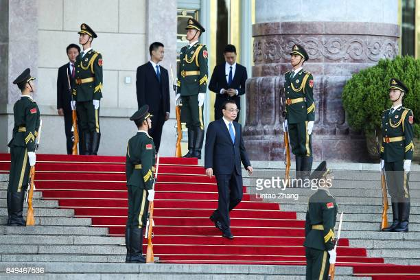 Chinese Premier Li Keqiang attends a welcoming ceremony for Singapore Prime Minister Lee Hsien Loong outside the Great Hall of the People on...