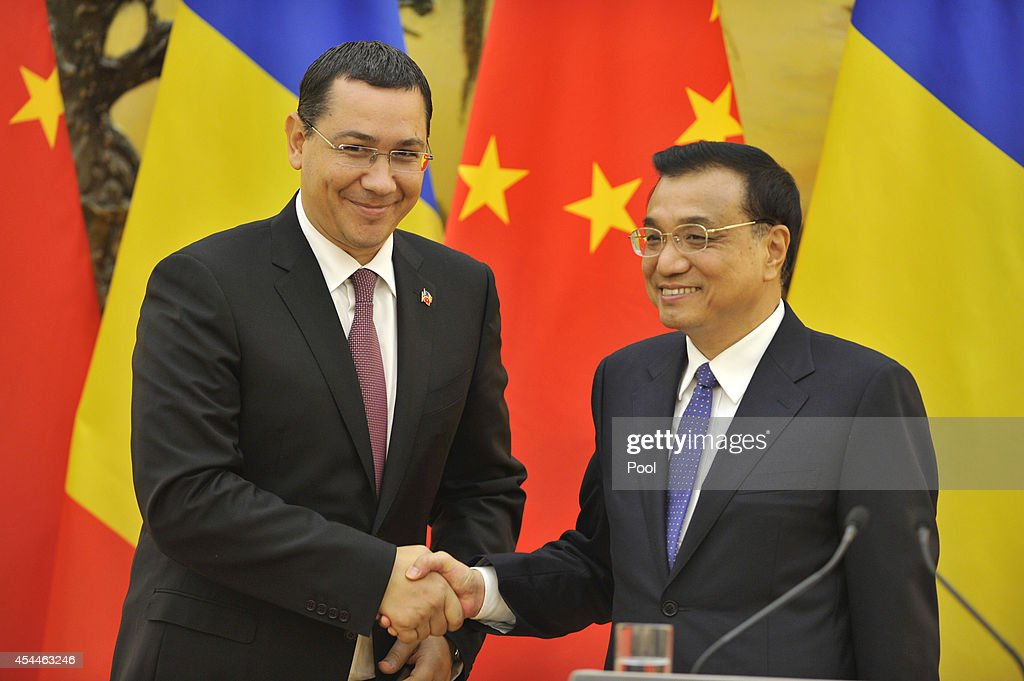 Chinese Premier <a gi-track='captionPersonalityLinkClicked' href=/galleries/search?phrase=Li+Keqiang&family=editorial&specificpeople=2481781 ng-click='$event.stopPropagation()'>Li Keqiang</a> (R) shakes hands with Romanian Prime Minister <a gi-track='captionPersonalityLinkClicked' href=/galleries/search?phrase=Victor+Ponta&family=editorial&specificpeople=6752065 ng-click='$event.stopPropagation()'>Victor Ponta</a> after a joint news conference at the Great Hall of the People on September 1, 2014 in Beijing, China. The Romanian Prime Minister is on a three day visit to China to strengthen their economic relationship.