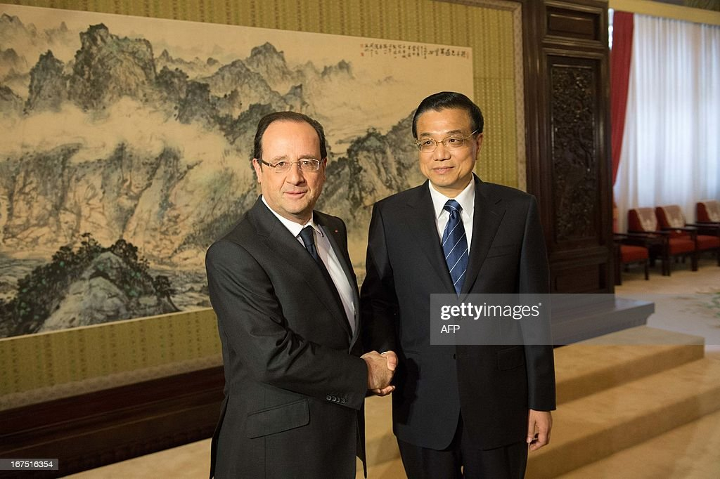 Chinese Premier Li Keqiang (R) welcomes France's President Francois Hollande prior to a meeting at the Zhongnanhai leadership compound in Beijing on April 26, 2013. Hollande arrived in Beijing on April 25 for a two-day China trip aimed at boosting exports to China, with hopes that deals can be reached over the sale of aircraft and nuclear power.