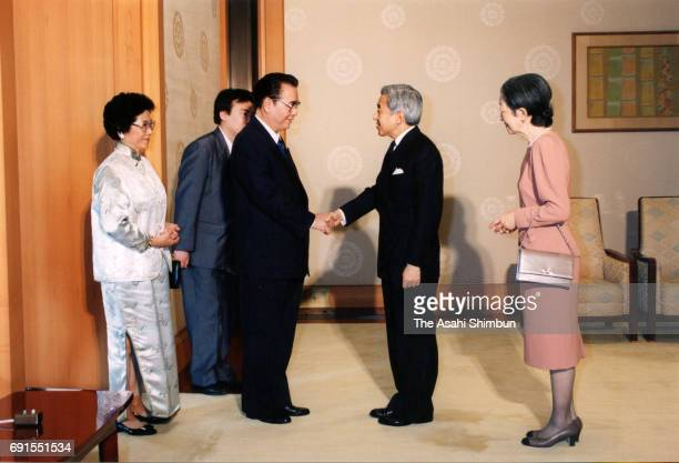 Chinese Premier Li Peng and his wife Zhu Lin are welcomed by Emperor Akihito and Empress Michiko prior to their meeting at the Imperial Palace on...