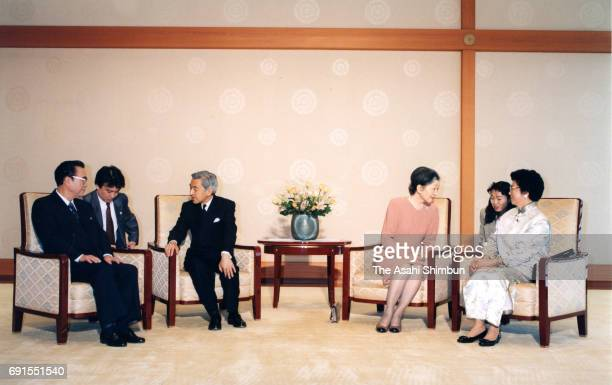 Chinese Premier Li Peng and his wife Zhu Lin talk with Emperor Akihito and Empress Michiko during their meeting at the Imperial Palace on November 12...