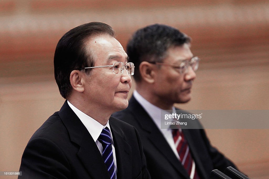 Chinese Premier <a gi-track='captionPersonalityLinkClicked' href=/galleries/search?phrase=Wen+Jiabao&family=editorial&specificpeople=204598 ng-click='$event.stopPropagation()'>Wen Jiabao</a> (L) holds a meeting with Singapore Prime Minister Lee Hsien Loong at the Great Hall of the People on September 6, 2012 in Beijing, China. Singapore Prime Minister Lee Hsien Loong is currently on a six-day official visit to China.