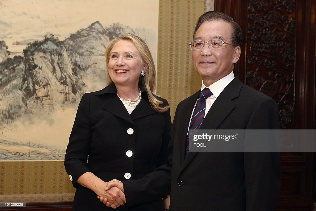 Chinese Premier Wen Jiabao (R) shakes hands with US Secretary of State Hillary Clinton (L) during their meeting at the Ziguangge Pavilion in the Zhongnanhai leaders' compound in Beijing on September 5, 2012. Clinton arrived late the night before and will fly to East Timor later in the day after meeting Chinese leaders. AFP PHOTO / POOL / Feng Li