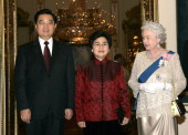 Chinese President Hu Jintao and his wife Liu Yongqing with HM The Queen Elizabeth II at a banquet on the evening of the first day of a 3 day State...