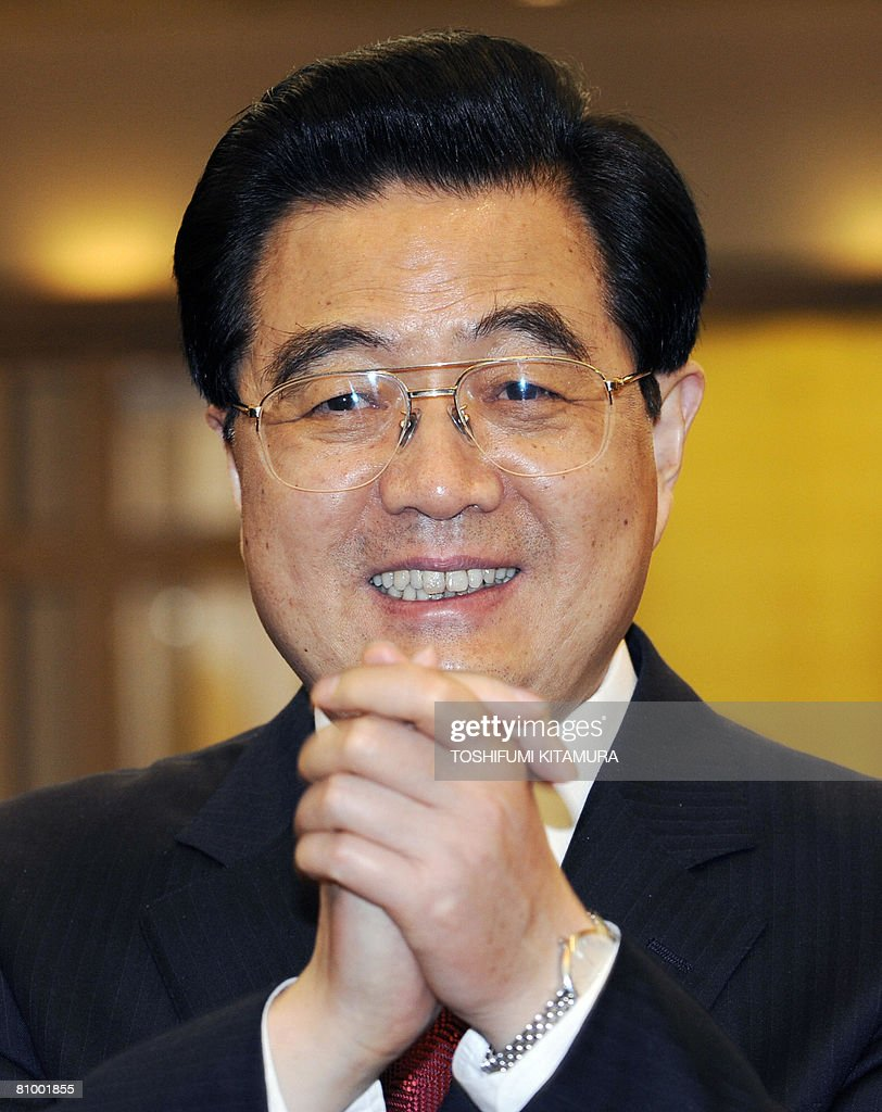 Chinese President Hu Jintao greets journalists after meeting old friends at a Tokyo hotel on May 6, 2008. Hu started the first visit by a Chinese leader to Japan in 10 years as the Asian powers ease decades of tension, but hundreds took to the streets to protest over Tibet.