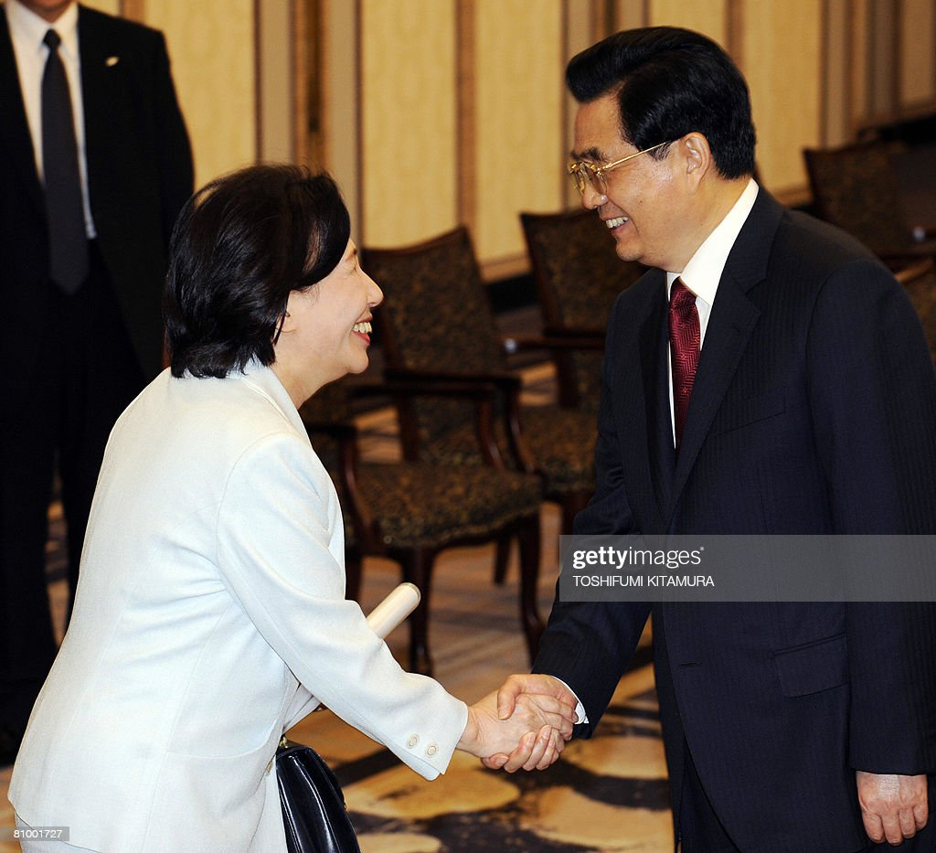 Chinese President Hu Jintao (R) greets Makiko Tanaka, former Japanese foreign minister and daughter of late premier Kakuei Tanaka during a meeting with old friends and their family at a Tokyo hotel on May 6, 2008. Hu started the first visit by a Chinese leader to Japan in 10 years as the Asian powers ease decades of tension, but hundreds took to the streets to protest over Tibet.