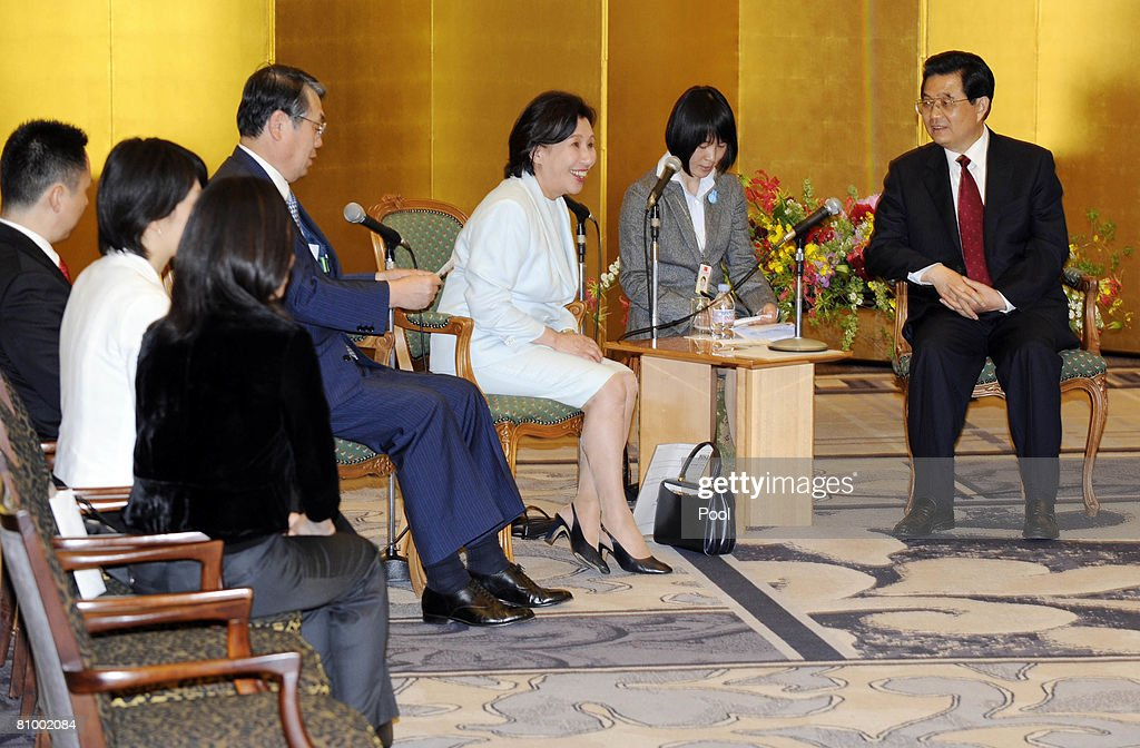 Chinese President Hu Jintao (R) listens to Makiko Tanaka (3rd R), former Japanese foreign minister and daughter of late Premier Kakuei Tanaka, and his husband Naoki (C) during his meeting with old friends and their family at a Tokyo hotel on May 6, 2008 in Tokyo, Japan. Hu started the first visit by a Chinese leader to Japan in 10 years as the Asian powers ease decades of tension, but hundreds took to the streets to protest over Tibet.