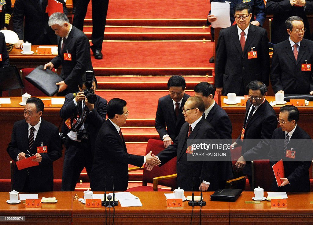 Chinese President Hu Jintao (Centre L) shakes hands with former President Jiang Zemin (Centre R) during the closing ceremony of the Party Congress at the Great Hall of the People in Beijing on November 14, 2012. China's Communist Party will on November 15 unveil the new set of top leaders who will run the country for the next decade, one day after its week-long congress ends. AFP PHOTO / Mark RALSTON