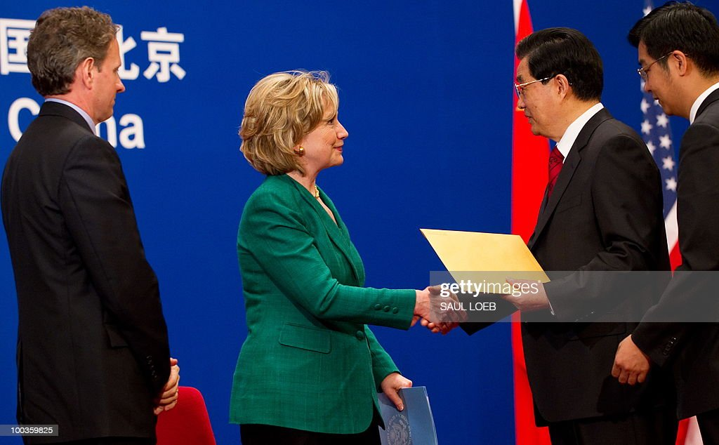 Chinese President Hu Jintao (2nd R) shakes hands with US Secretary of State Hillary Clinton (2nd L) after she presented him with a letter from US President Barack Obama alongside US Treasury Secretary Timothy Geithner (L) during the opening session of the second round of the US-China Strategic & Economic Dialogue at the Great Hall of the People in Beijing, May 24, 2010. The US and China opened two days of high-level talks due to cover a wide range of issues including tensions over the sinking of a South Korean warship, blamed on Pyongyang. AFP PHOTO / POOL / Saul LOEB