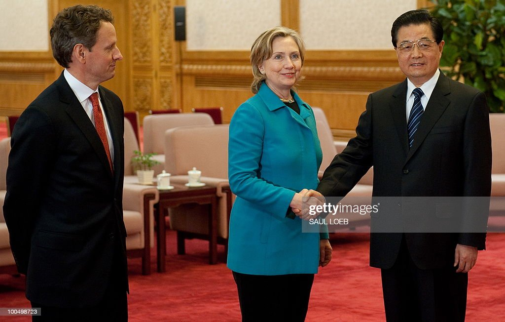 Chinese President Hu Jintao shakes hands with US Secretary of State Hillary Clinton (C) alongside US Treasury Secretary Timothy Geithner (L) prior to meetings at the Great Hall of the People in Beijing on May 25, 2010. Clinton said two days of high-level Sino-US talks had been 'very productive' but admitted differences remained, especially on economic and trade issues. AFP PHOTO / POOL / Saul LOEB