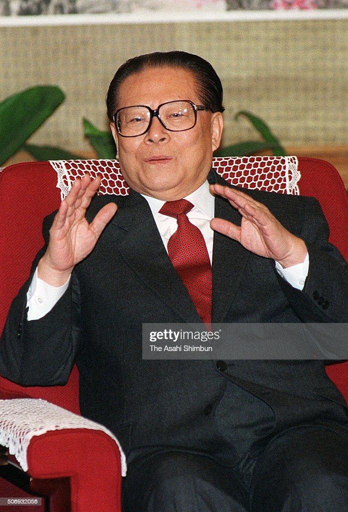Chinese President Jiang Zemin speaks during the Asahi Shimbun interview at the Zhongnanhai on November 11, 1998 in Beijing, China.
