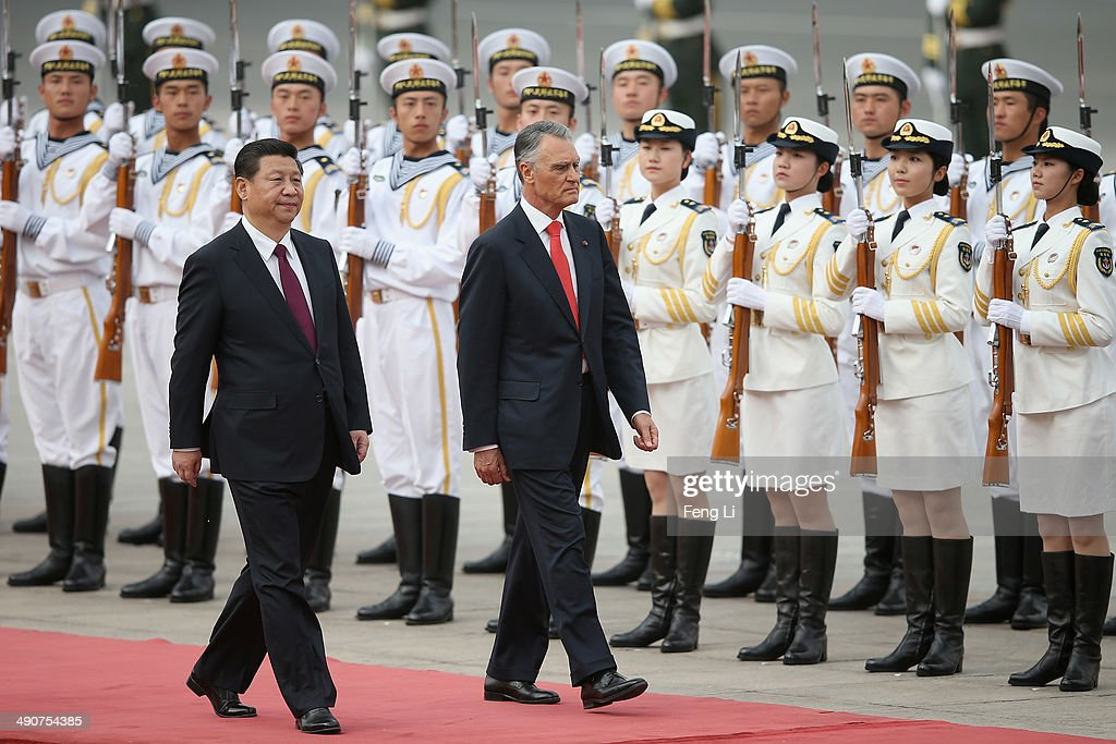 Chinese President <a gi-track='captionPersonalityLinkClicked' href=/galleries/search?phrase=Xi+Jinping&family=editorial&specificpeople=2598986 ng-click='$event.stopPropagation()'>Xi Jinping</a> (L) accompanies Portuguese President <a gi-track='captionPersonalityLinkClicked' href=/galleries/search?phrase=Anibal+Cavaco+Silva&family=editorial&specificpeople=577282 ng-click='$event.stopPropagation()'>Anibal Cavaco Silva</a> (R) to view an honour guard during a welcoming ceremony outside the Great Hall of the People on May 15, 2014 in Beijing, China.