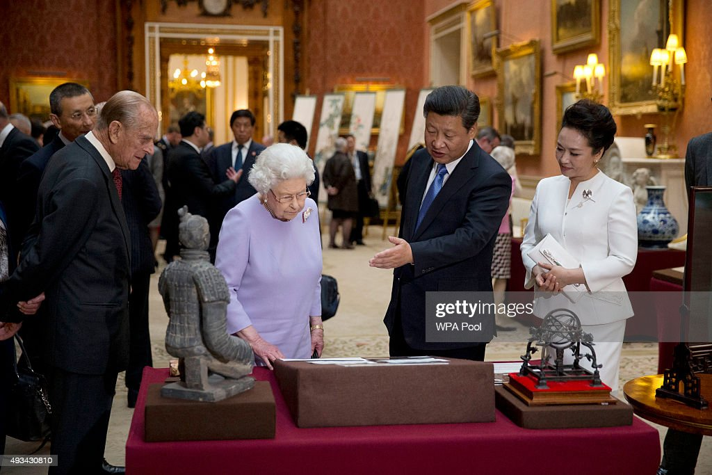 Chinese President Xi Jinping (2nd, R) and China's First Lady Peng Liyuan (R) with Britain's Queen Elizabeth II (2nd, L) and Prince Philip, Duke of Edinburgh (L) view a display of Chinese items from the Royal Collection at Buckingham Palace on October 20, 2015 in London, England. The President of the Peoples Republic of China, Mr Xi Jinping and his wife, Madame Peng Liyuan, are paying a State Visit to the United Kingdom as guests of The Queen. They will stay at Buckingham Palace and undertake engagements in London and Manchester. The last state visit paid by a Chinese President to the UK was Hu Jintao in 2005.