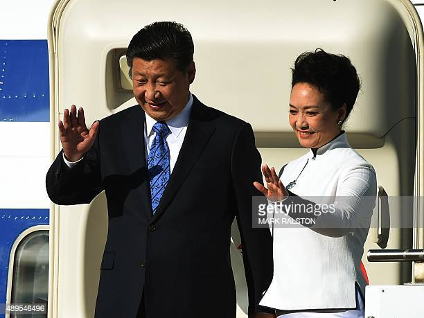 Chinese President Xi Jinping and first lady Peng Liyuan wave to the crowd as they arrive in the United States for a one week visit at Boeing's Paine...