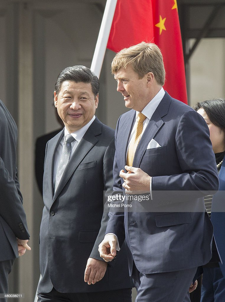 Chinese President Xi Jinping (L) and King Willem-Alexander of The Netherlands attend arrival ceremonies upon Xi's arrival at Schiphol International Airport on March 22, 2014 in Amsterdam, Netherlands. Xi Jinping is on a two-day state visit to the Netherlands ahead of the 2014 Nuclear Security Summit (NSS) in The Hague, which will be held on March 24-25.