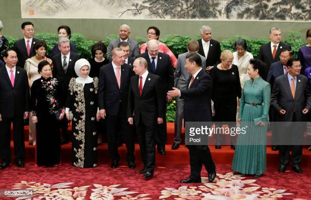 Chinese President Xi Jinping and wife Peng Liyuan with Russian President Vladimir Putin and other guests and delegates at the welcoming banquet for...