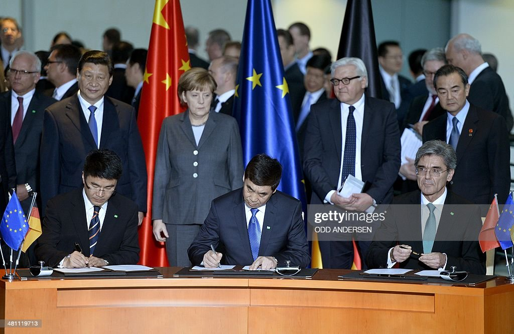 Chinese President Xi Jinping (L), German Chancellor Angela Merkel and German Foreign Minister Frank Walter Steinmeier look on as Siemens AG CEO Joe Kaeser (R), Vice-Chairman of Shanghai Electric Group Huang Dinan and Chairman of Huaneng Power International Cao Peixi sign an agreement at the signature ceremony of political and economic agreements at the chancellery in Berlin on March 28, 2014. Chinese President Xi Jinping begins a landmark visit to fellow export powerhouse Germany, the third leg of his European tour, expected to cement flourishing trade ties and focus on the Crimea crisis.