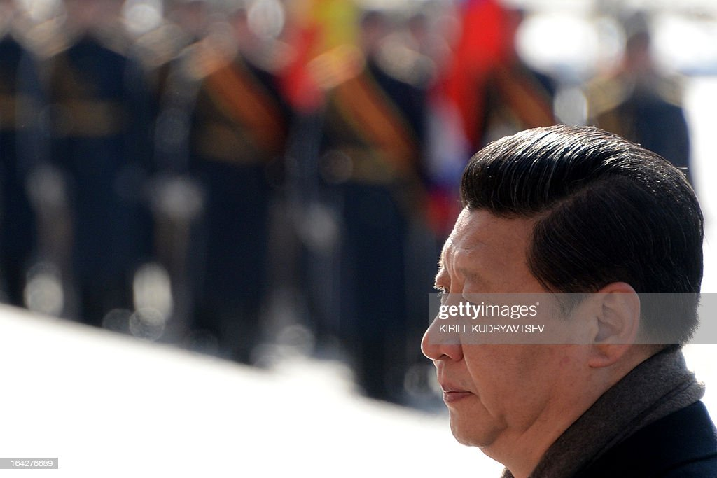 Chinese President Xi Jinping lays a wreath at the Tomb of the Unknown Soldier in Moscow, on March 22, 2013. Xi Jinping arrived today in Moscow on his first foreign trip, to cement ties between the two countries by inking a raft of energy and investment accords. AFP PHOTO / KIRILL KUDRYAVTSEV