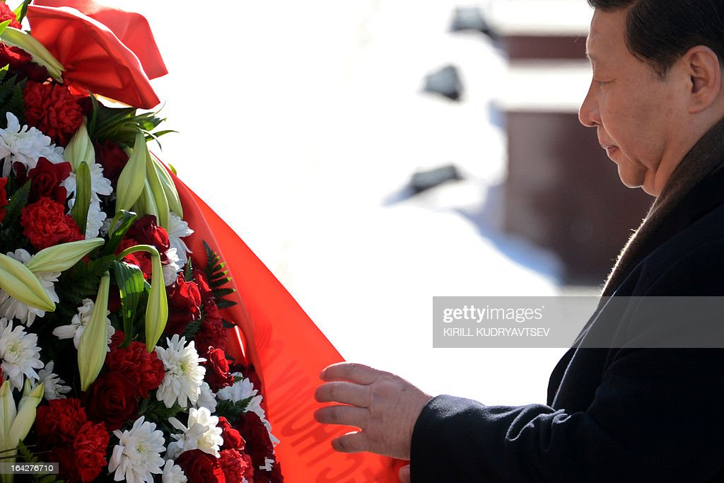 Chinese President Xi Jinping lays a wreath at the Tomb of the Unknown Soldier in Moscow, on March 22, 2013. Xi Jinping arrived today in Moscow on his first foreign trip, to cement ties between the two countries by inking a raft of energy and investment accords.