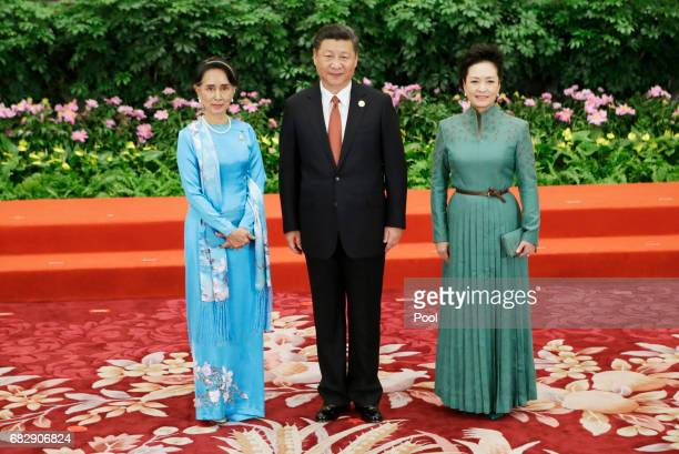 Chinese President Xi Jinping poses next to his wife Peng Liyuan and Myanmar's State Counsellor Aung San Suu Kyi at the welcoming banquet for the Belt...
