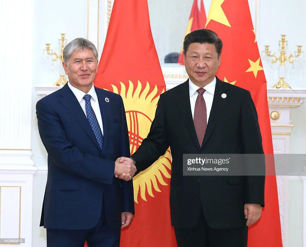 Chinese President Xi Jinping, right, meets with Kyrgyz President Almazbek Atambayev in Tashkent, Uzbekistan, June 24, 2016.