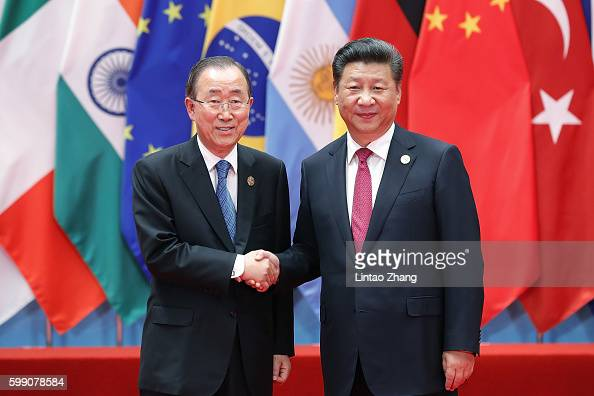 Chinese President Xi Jinping shakes hands with UN Secretary General Ban Kimoon to the G20 Summit on September 4 2016 in Hangzhou China World leaders...